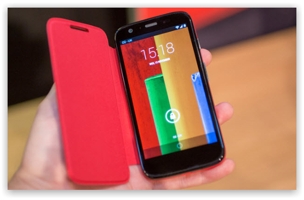 Nokia Lumia 525 vs Motorola Moto G: самые дешёвые смартфоны от именитых брендов